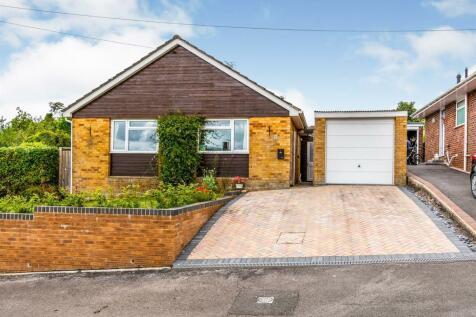 St Marys Close, Sixpenny Handley, Salisbury. 2 bedroom detached bungalow
