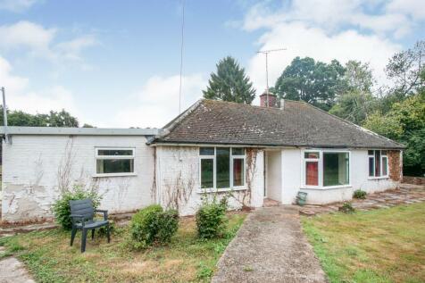 Main Road, Sandleheath, Fordingbridge. 3 bedroom detached bungalow