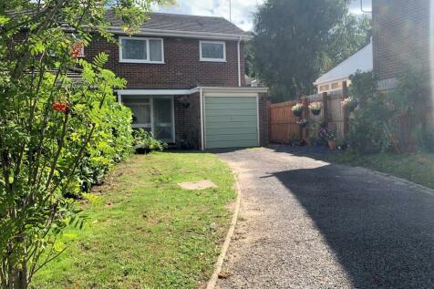 Earlswood Drive, Alderholt, FORDINGBRIDGE. 3 bedroom semi-detached house