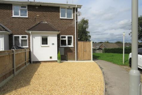 Oak Road, Alderholt, FORDINGBRIDGE. 2 bedroom semi-detached house