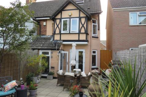 Emerson Close, Poole. 3 bedroom semi-detached house