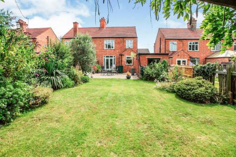 St Marys Close, Peterborough. 3 bedroom semi-detached house for sale