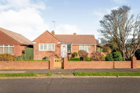 Upper Chyngton Gardens, Seaford. 2 bedroom detached bungalow for sale