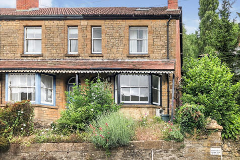 East Street, CREWKERNE. 3 bedroom end of terrace house