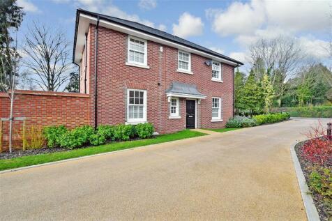 Westwood Close, Reigate, Surrey. 4 bedroom link detached house for sale