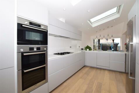 Meadow Road, Sutton, Surrey. 5 bedroom detached house for sale