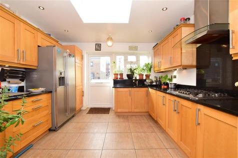Wanstead Park Road, Ilford, Essex. 4 bedroom end of terrace house