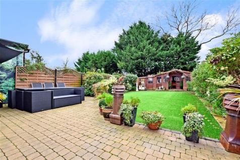 Forest Approach, Woodford Green, Essex. 5 bedroom semi-detached house