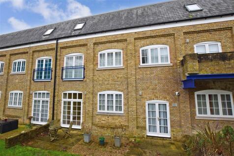 Mill Race, River, Dover, Kent. 2 bedroom ground floor flat