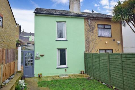 Wyles Street, Gillingham, Kent. 2 bedroom semi-detached house