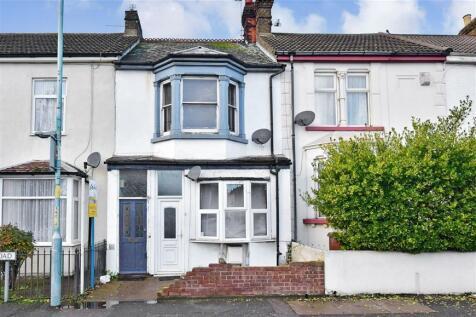 Ingram Road, Gillingham, Kent. 2 bedroom ground floor flat
