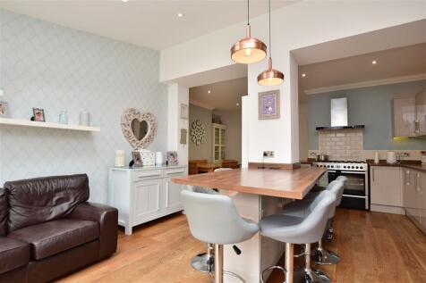 Carlton Avenue, Gillingham, Kent. 5 bedroom terraced house
