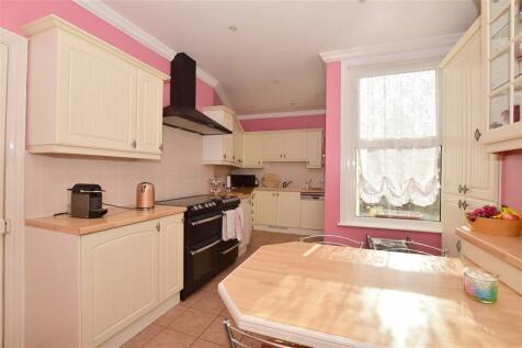 Park Avenue, Gillingham, Kent. 5 bedroom semi-detached house