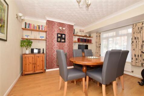 Firs Close, Greenacres, Aylesford, Kent. 4 bedroom semi-detached house