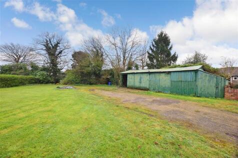 Priestwood Road, Meopham, Kent. 4 bedroom detached bungalow for sale