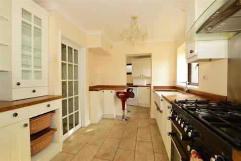 Wrotham Road, Meopham Green, Kent. 3 bedroom detached house for sale