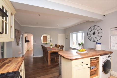 Pump Lane, Rainham, Gillingham, Kent. 3 bedroom detached house