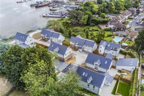 Warwick Crescent, Safety Bay House, Rochester, Kent. 4 bedroom detached house for sale
