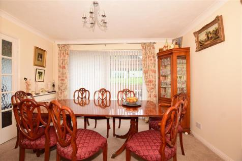 Abbotts Close, Rochester, Kent. 4 bedroom detached bungalow