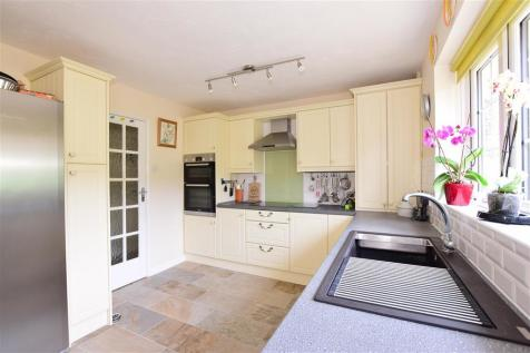 Abbotts Close, Rochester, Kent. 4 bedroom detached bungalow for sale