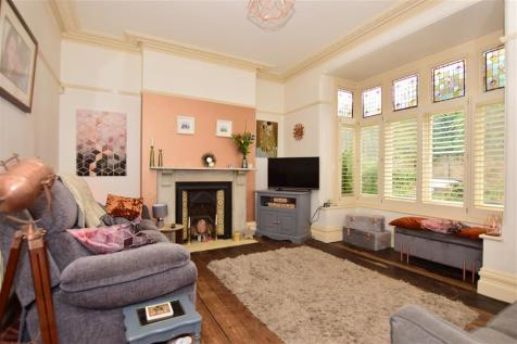 Maidstone Road, Rochester, Kent. 4 bedroom semi-detached house for sale