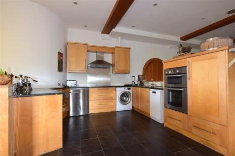 St. Margarets Street, Rochester, Kent. 2 bedroom ground floor flat for sale