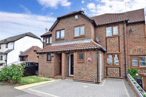 Low Meadow, Halling, Rochester, Kent. 3 bedroom terraced house