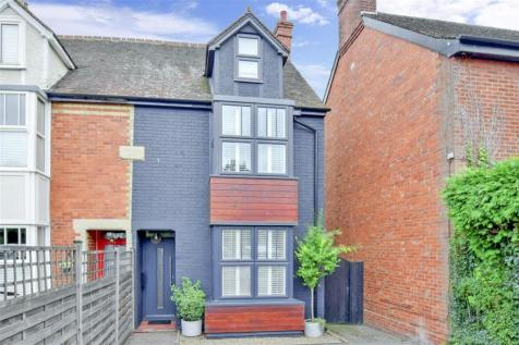 Hadlow Road, Tonbridge, Kent. 4 bedroom semi-detached house for sale