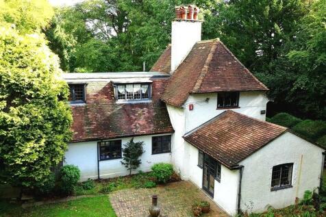 Park Road, Banstead. 3 bedroom detached house for sale