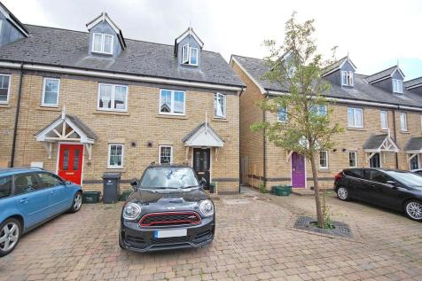 Shimbrooks, Great Leighs, Chelmsford, CM3. 3 bedroom town house