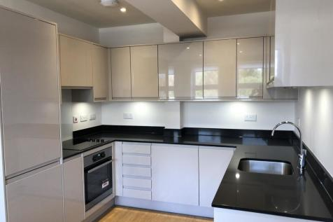 Crest View Drive, Petts Wood, BR5. 2 bedroom flat