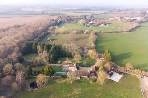 Moss End, Warfield, Berkshire, RG42. 7 bedroom equestrian facility for sale