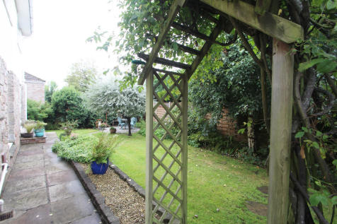 Chestermaster Close, Lower Almondsbury, Bristol BS32 4EH. 4 bedroom detached house