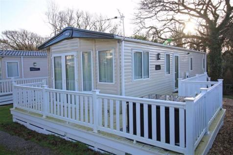 Milford On Sea, Hampshire. 3 bedroom park home