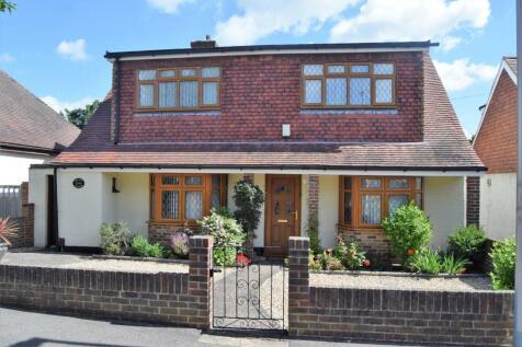 Herbert Road, Rainham. 4 bedroom detached house