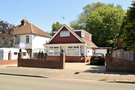 Hempstead Road, Hempstead, Rainham. 4 bedroom detached house