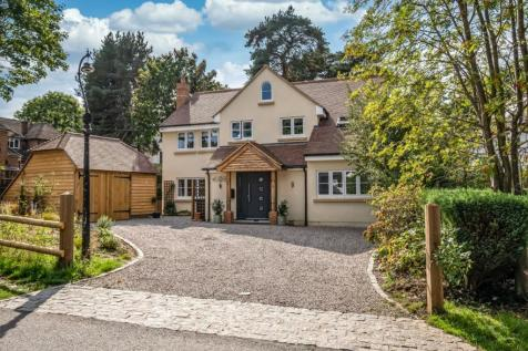 WOKING. 5 bedroom detached house for sale