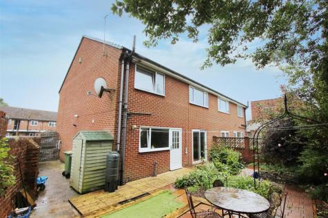 Penncroft Lane, Danesmoor, Chesterfield. Derbyshire. 3 bedroom semi-detached house