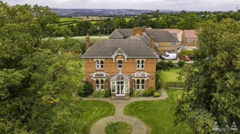 Chesterfield Road, Barlborough, Chesterfield, Derbyshire. 6 bedroom detached house