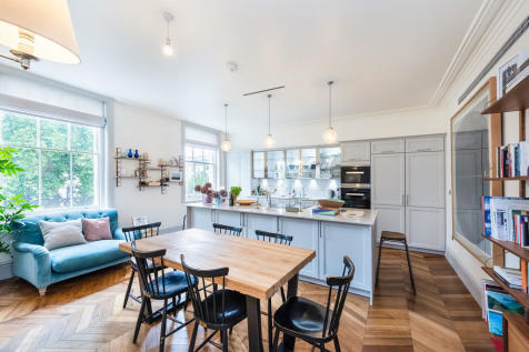 Leinster Square, Bayswater. 3 bedroom apartment