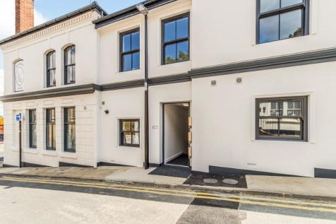 High Street, Rochester. 2 bedroom apartment