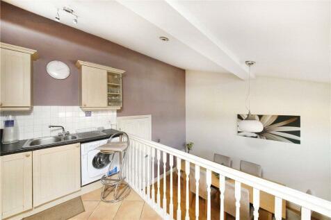 Falconbrook Mansions, Balham High Road, Balham, London, SW17. 2 bedroom apartment