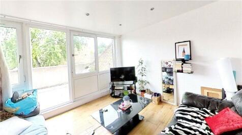Paulet Road, London, SE5. 3 bedroom apartment