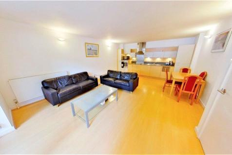 Holly Court, West Parkside, Greenwich, SE10. 2 bedroom apartment