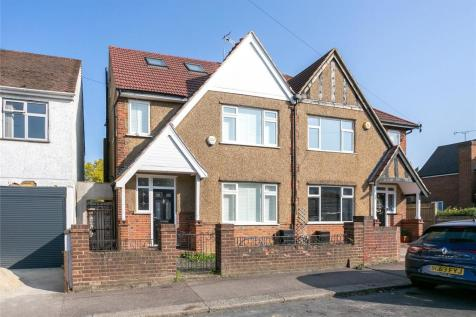 King Georges Avenue, Watford, Hertfordshire, WD18. 4 bedroom semi-detached house