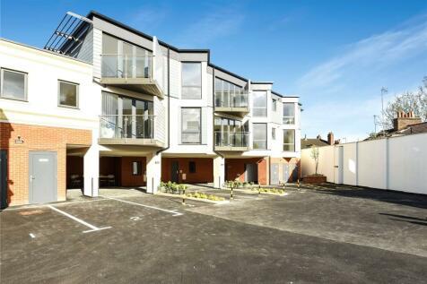 Leavesden Lodge, 1A Leavesden Road, Watford, Hertfordshire, WD24. 1 bedroom apartment