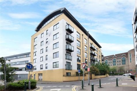 Queens Gate, 2 Lord Street, Watford, Hertfordshire, WD17. 1 bedroom apartment