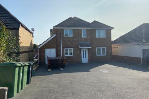 135 Littlemoor Road. 5 bedroom detached house