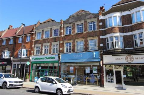Queens Avenue, Winchmore Hill, London. 2 bedroom flat