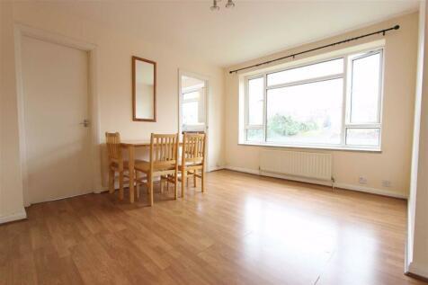Fairfield Close, North Finchley, London. Studio flat
